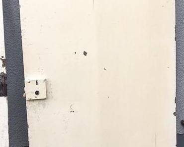 Büro Make Over. Alte Tür wiederverwerten. Schuhe als Stiftehalter