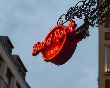 Hard Rock Cafe München – Weihnachten feiern - + + + Weihnachtsmenü mit 2 oder 3 Gängen ++ Party like a Rockstar ++