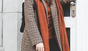 Mein Herbst/Winter Outfit kariertem Mantel schwarzem Rucksack