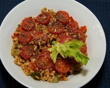 Gemüse-Dinkelsalat mit Stangensellerie (vegan)