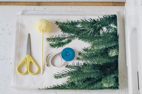 Ikea Weihnachtsbaum.Diy Wand Weihnachtsbaum Aus Stoff Ikea Hack