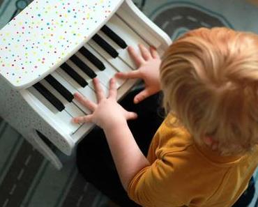 Übung macht den Meister - Unser neues Kinder-Klavier & Verlosung
