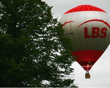 Foto: Heißluftballon im Tiefflug