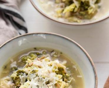 Wirsing-Suppe mit Grünkern