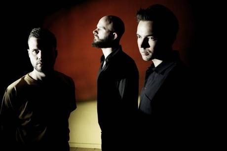 "NEWS: White Lies kündigen ""To Lose My Life""-Jubiläums-Konzerte an"