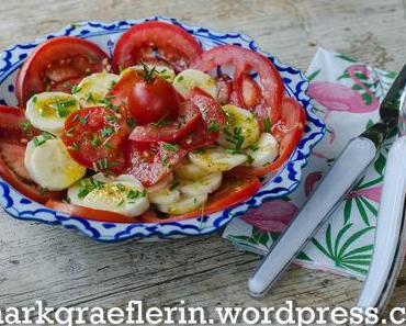 Bananen-Salat mit Tomaten