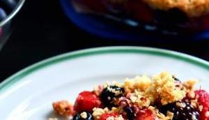 Beeren-Haferflocken-Crumble weniger Zucker