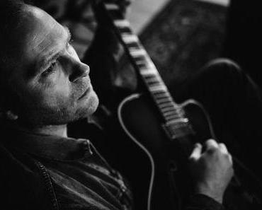 """NEWS: Thees Uhlmann kündigt neues Album """"Junkies und Scientologen"""" an"""