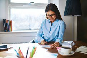 Welchen Nutzen bietet ein höhenverstellbarer Schreibtisch?