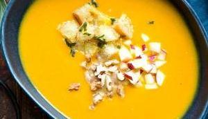 Vegane Kürbissuppe Salbei-Croutons