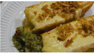 Resteverwertung: Baguette Raclettekäse überbacken, Röstzwiebeln, Boston Gurka