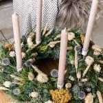 DIY Adventskranz mit Trockenblumen und Strohblumen