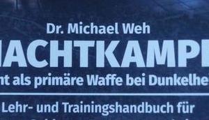 Michael Nachtkampf: Licht primäre Waffe Dunkelheit