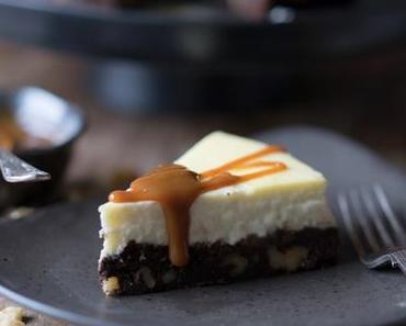Brownie-Cheesecake mit Bratapfelkompott oder Karamellsauce