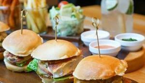 KLEINE Mini-Burger verschiedenen Sorten Burger Tapas-Style genießen auch Veganer Veggis