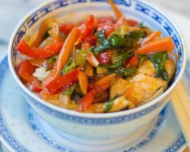 Chinesische Gemüsepfanne mit Pute und Mangold
