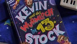 Schräg nerdig: Kevin Wurmloch Stock