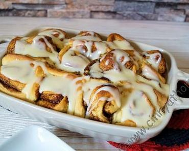Suesse und klebrige Cinnamon Rolls wie aus Amerika - genau so sollen sie schmecken! #Rezept #Backen #amerikanisch