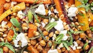 Gebackenes Gemüse Kichererbsen Zatar, Minze Feta