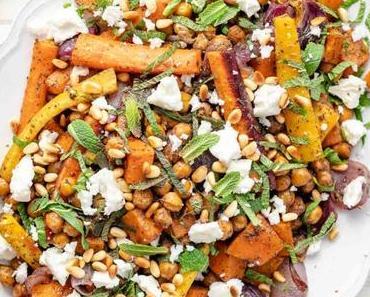 Gebackenes Gemüse und Kichererbsen mit Zatar, Minze & Feta