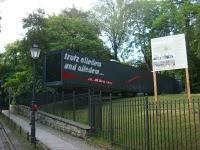 Anarchistenkränze und Revolutionsbuttons: Die neue Berliner Ausstellung über die Revolution von 1848 auf dem Friedhof der Märzgefallenen
