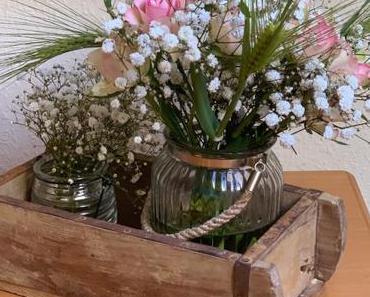 Friday-Flowerday – oder – Der Klassiker: Rosen mit Schleierkraut