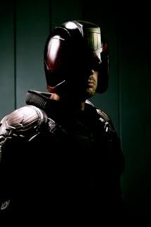Judge Dredd: Neues Foto von Karl Urban in Uniform