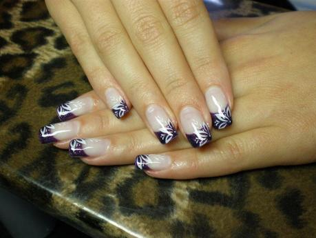 http://pimp-nails.de/wp-content/uploads/2010/09/Nail-art-stamping-lila.jpg