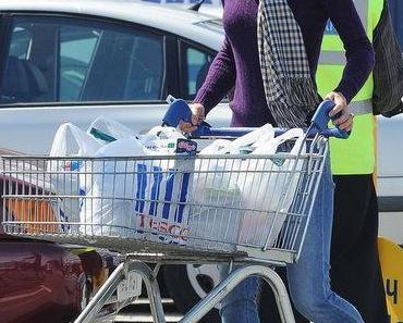 Der Stil von Herzogin Catherine: Shopping at a Tesco Supermarket & Walking in Holyrood Park