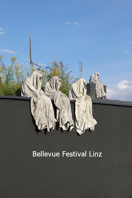 Bellevue Festival Linz – Timeguards sculpture Manfred Kielnhofer
