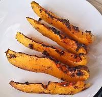 Gebackener Butternusskürbis pikant mit italienischen Käutern / süß mit Honigbutter