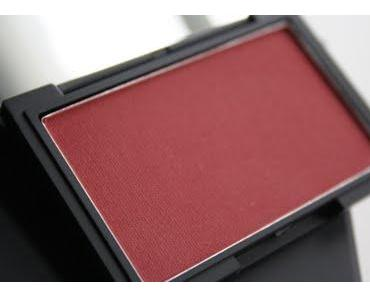 "Sleek Blush ""Flushed"" Swatch & Tragebild"