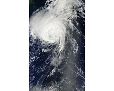 Atlantik aktuell: Extratropischer Sturm DANIELLE, Hurrikan EARL (jetzt Kategorie 4) mit NASA HQ-Foto und Tropischer Sturm FIONA