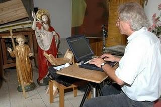Mit dem Laptop auf der Jagd nach Kirchenschätzen
