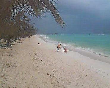 MARIA & Punta Cana, Dom Rep: Satellitenbild, Radar und Live-Webcam - dunkler Himmel und leere Strände