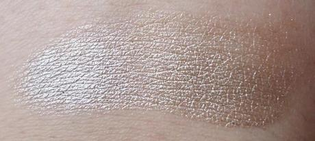 Swatch: Catrice Made To Stay Longlasting Eyeshadow - 040 Lord of the Blings