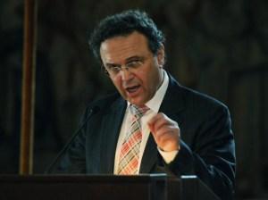 Kreide für den bösen Wolf: Innenminister Friedrich auf Kuschelkurs