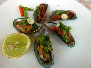 Yam Hoi Meng: Grünschalenmuscheln mit scharfem Dip