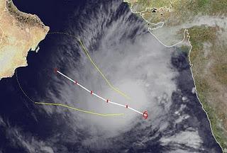 Zyklonsaison Nordindik: Tropischer Zyklon / Sturm 05A (ARB 04) im Arabischen Meer zieht in Richtung Oman