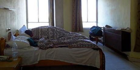 gypten frau g und essen im bett. Black Bedroom Furniture Sets. Home Design Ideas