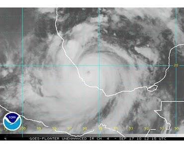 Atlantik aktuell: Hurrikan KARL (Kategorie 3 Saffir Simpson) vor landfall über Veracruz, Mexiko + NASA-Satellitenfoto der 3 aktuellen Hurrikans