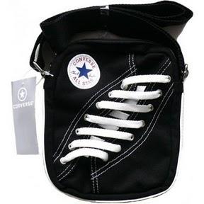 schwarze converse minitasche xs in schuhform als chucks pocket bag tasche. Black Bedroom Furniture Sets. Home Design Ideas