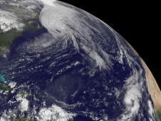 NASA-Satellitenfotos: Tropischer Sturm / Hurrikan IGOR, JULIA, LISA & GEORGETTE