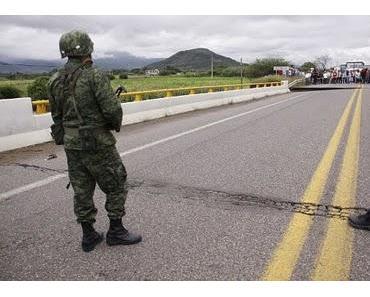 Erdrutsch in Santa María Tlahuitoltepec, Oaxaca, México aktuell: Brücke über Macuilxóchitl bleibt vorerst fuer Fahrzeuge unpassierbar (mit Fotos)