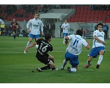 Zu wenig. Metzelder und Hartmann vergeben Top-Chancen. 1:1 gegen Karlsruhe