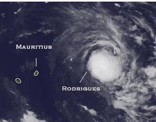 Zyklon HILWA parkt bei Rodrigues - Mauritius nicht in Gefahr - Zyklon GIOVANNA nicht mehr existent