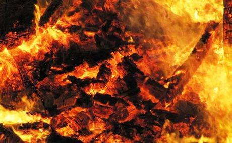 Funkenfeuer-GAU in Schwangau: Die Hexe flieht (fliegt) vom Scheiterhaufen!