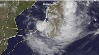 """Zyklon IRINA """"klebt"""" an Madagaskar und ist fast wieder ein Hurrikan"""