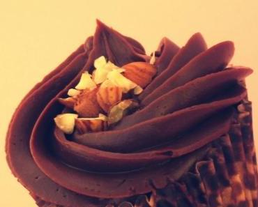 Haselnuss Cupcakes mit Schokoladen-Buttercreme (vegan)