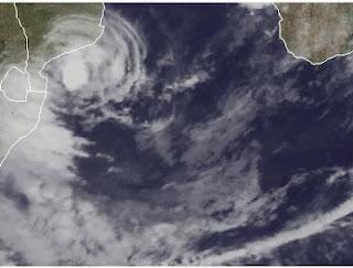 Zyklon IRINA kommt als schwacher Tropischer Sturm bei Mosambik und Südafrika an